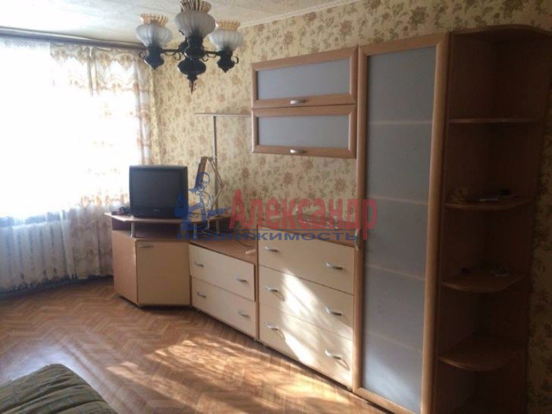2-комнатная квартира (56м2) в аренду по адресу Бабушкина ул., 117— фото 1 из 5