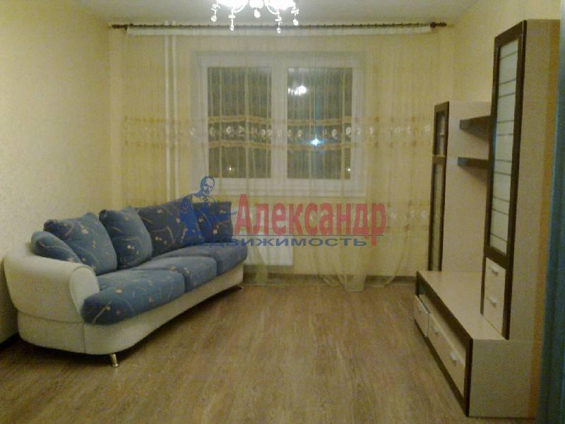 2-комнатная квартира (64м2) в аренду по адресу Космонавтов просп., 61— фото 1 из 5
