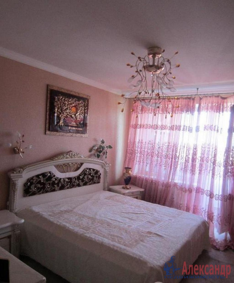 2-комнатная квартира (48м2) в аренду по адресу Наличная ул., 36— фото 2 из 4