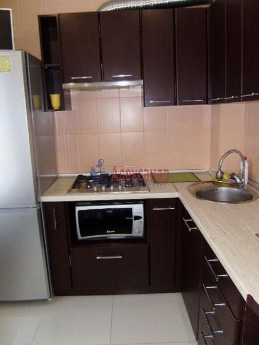 2-комнатная квартира (47м2) в аренду по адресу Кирочная ул., 22— фото 3 из 3