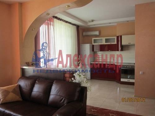 2-комнатная квартира (57м2) в аренду по адресу Композиторов ул., 31— фото 2 из 7