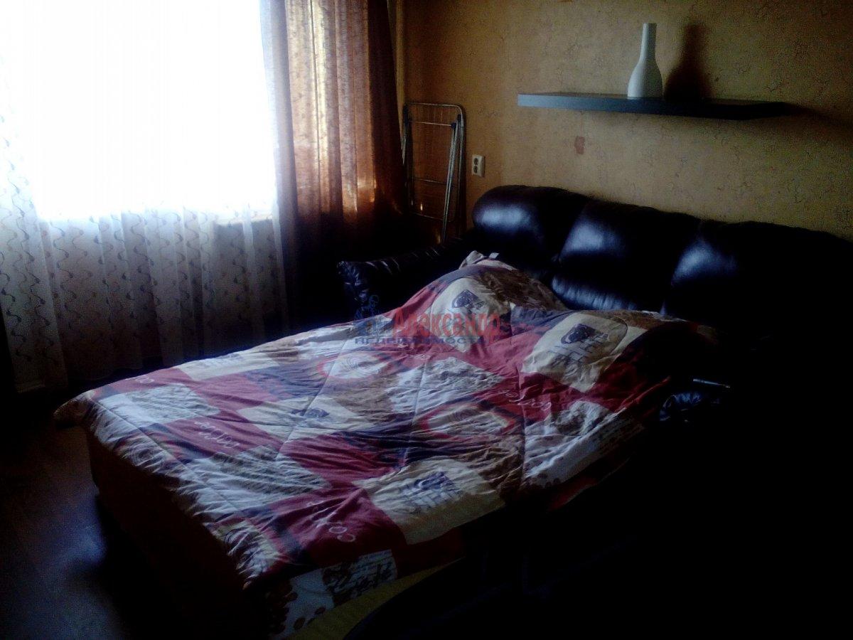 2-комнатная квартира (45м2) в аренду по адресу Суздальский просп., 73— фото 3 из 8