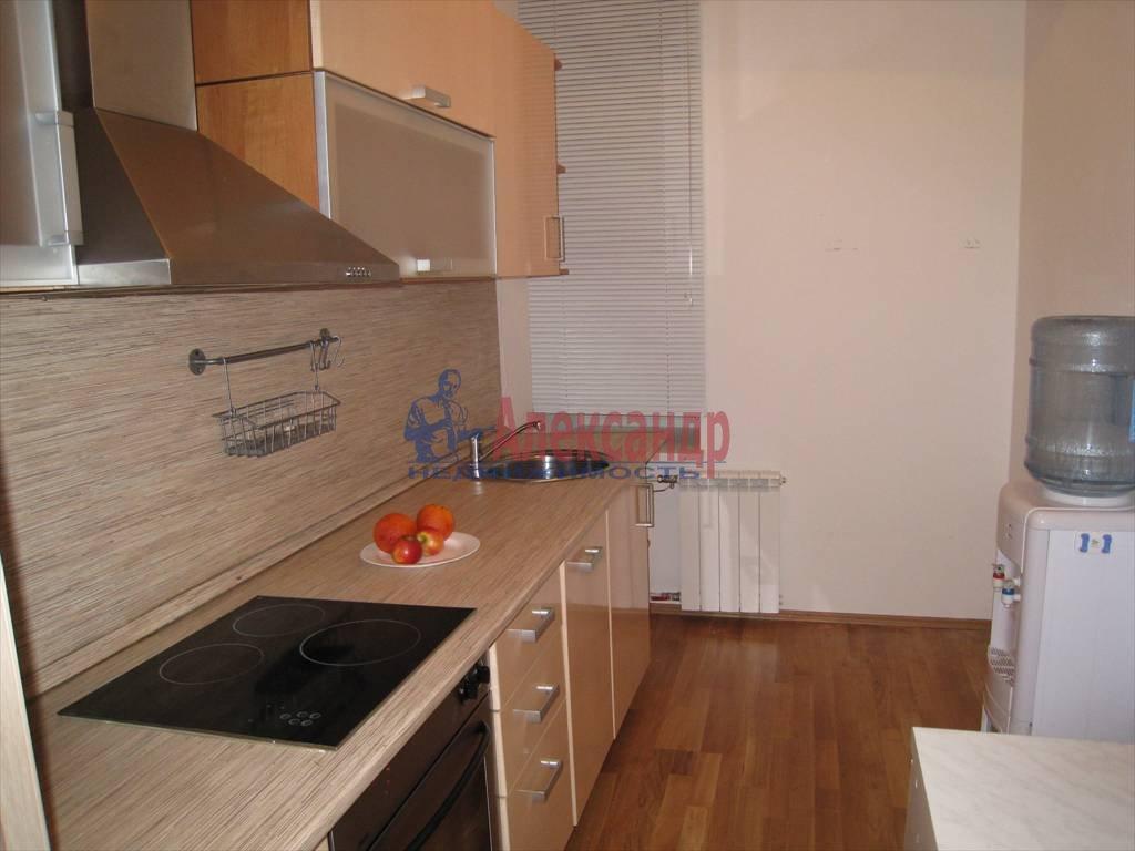 4-комнатная квартира (100м2) в аренду по адресу Кирочная ул., 32— фото 2 из 5