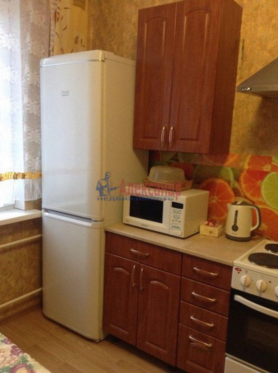 2-комнатная квартира (62м2) в аренду по адресу Михаила Дудина ул.— фото 3 из 10