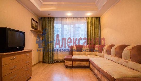 Комната в 2-комнатной квартире (62м2) в аренду по адресу Большевиков пр., 7— фото 2 из 3