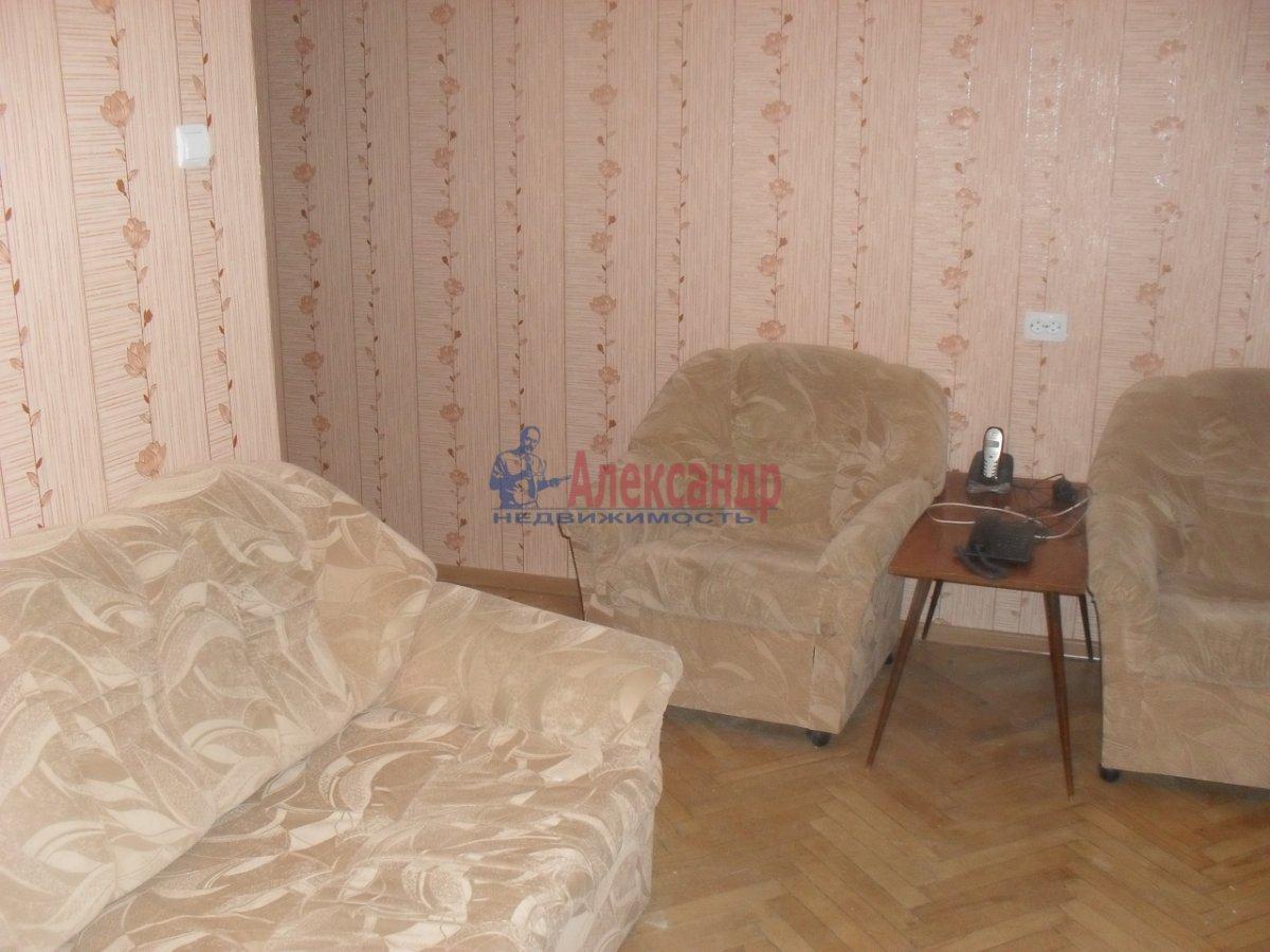 2-комнатная квартира (50м2) в аренду по адресу Софийская ул., 35— фото 3 из 9