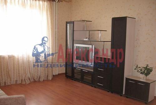 1-комнатная квартира (43м2) в аренду по адресу Ильюшина ул., 11— фото 2 из 5