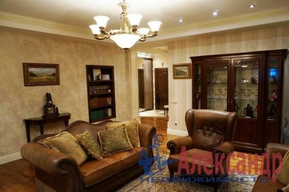 3-комнатная квартира (90м2) в аренду по адресу Социалистическая ул., 16— фото 1 из 5