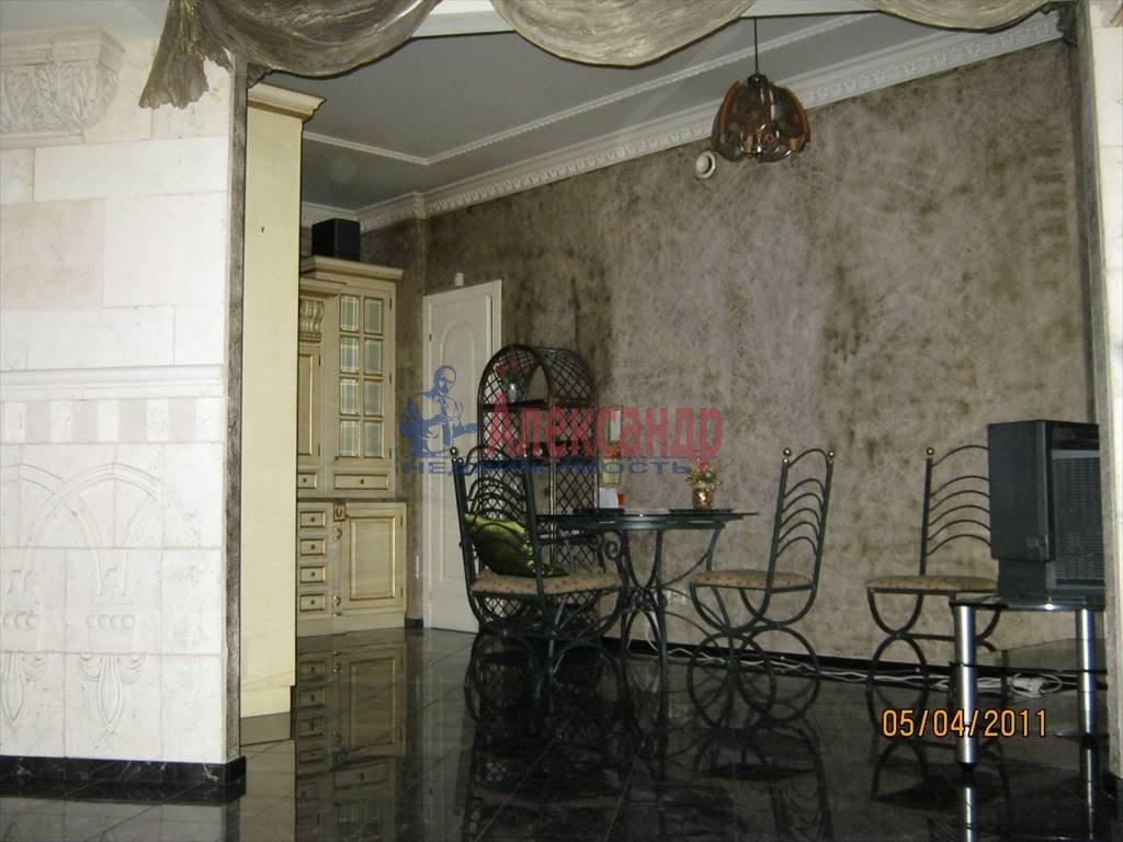 4-комнатная квартира (200м2) в аренду по адресу Суворовский пр.— фото 5 из 6