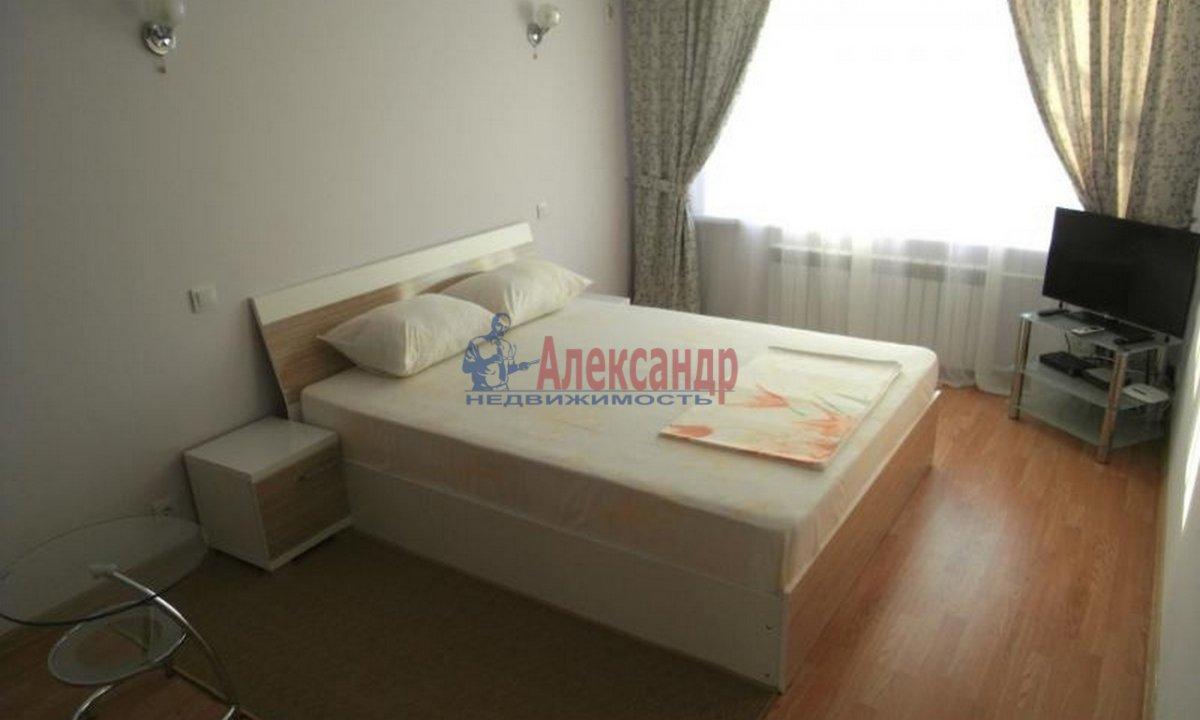 2-комнатная квартира (58м2) в аренду по адресу Оптиков ул., 45— фото 2 из 4