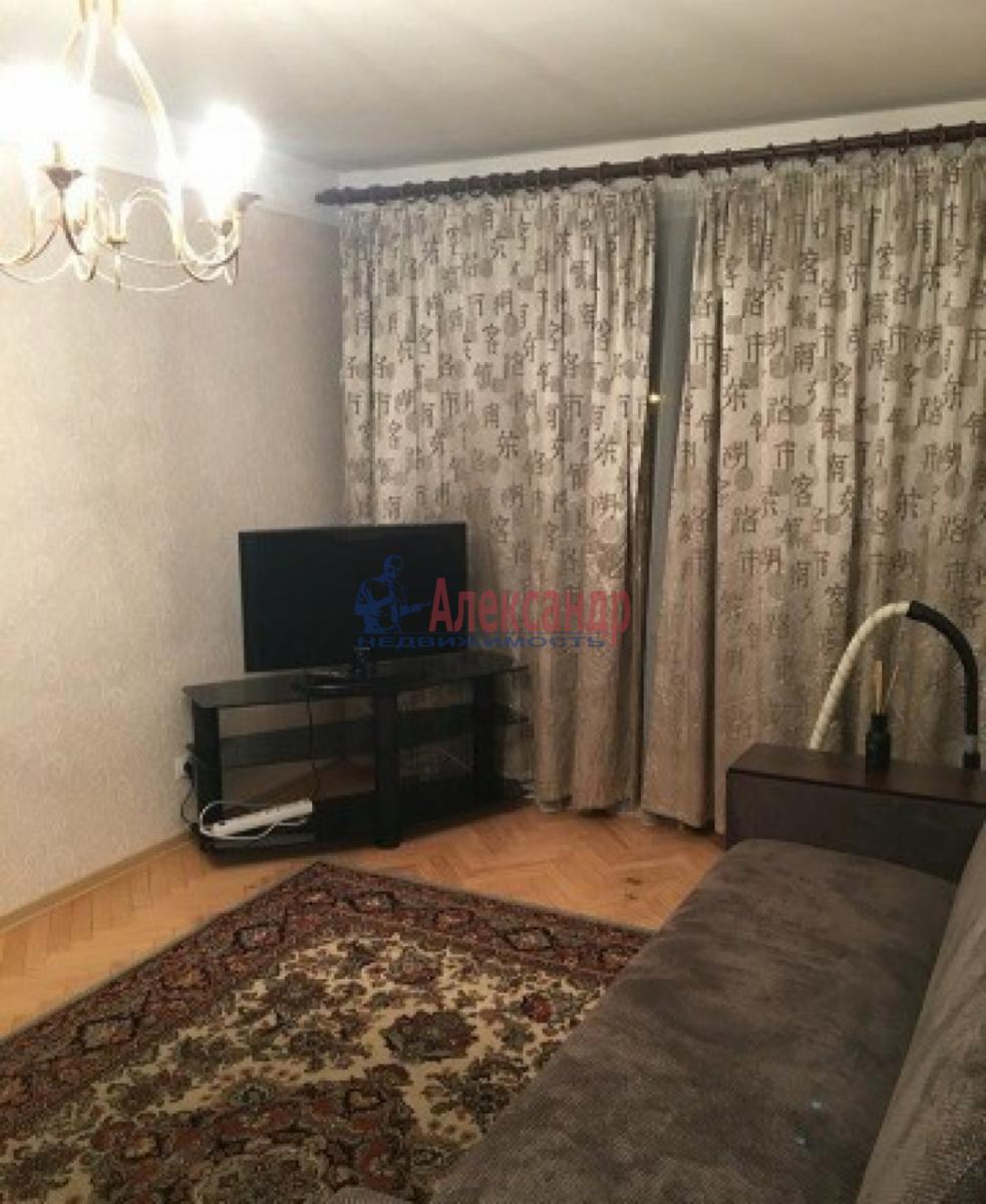 1-комнатная квартира (30м2) в аренду по адресу Звездная ул., 18— фото 1 из 10