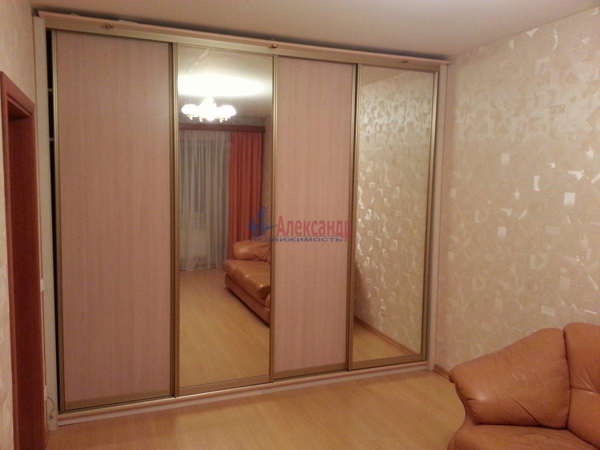 1-комнатная квартира (48м2) в аренду по адресу Ленсовета ул., 88— фото 11 из 18