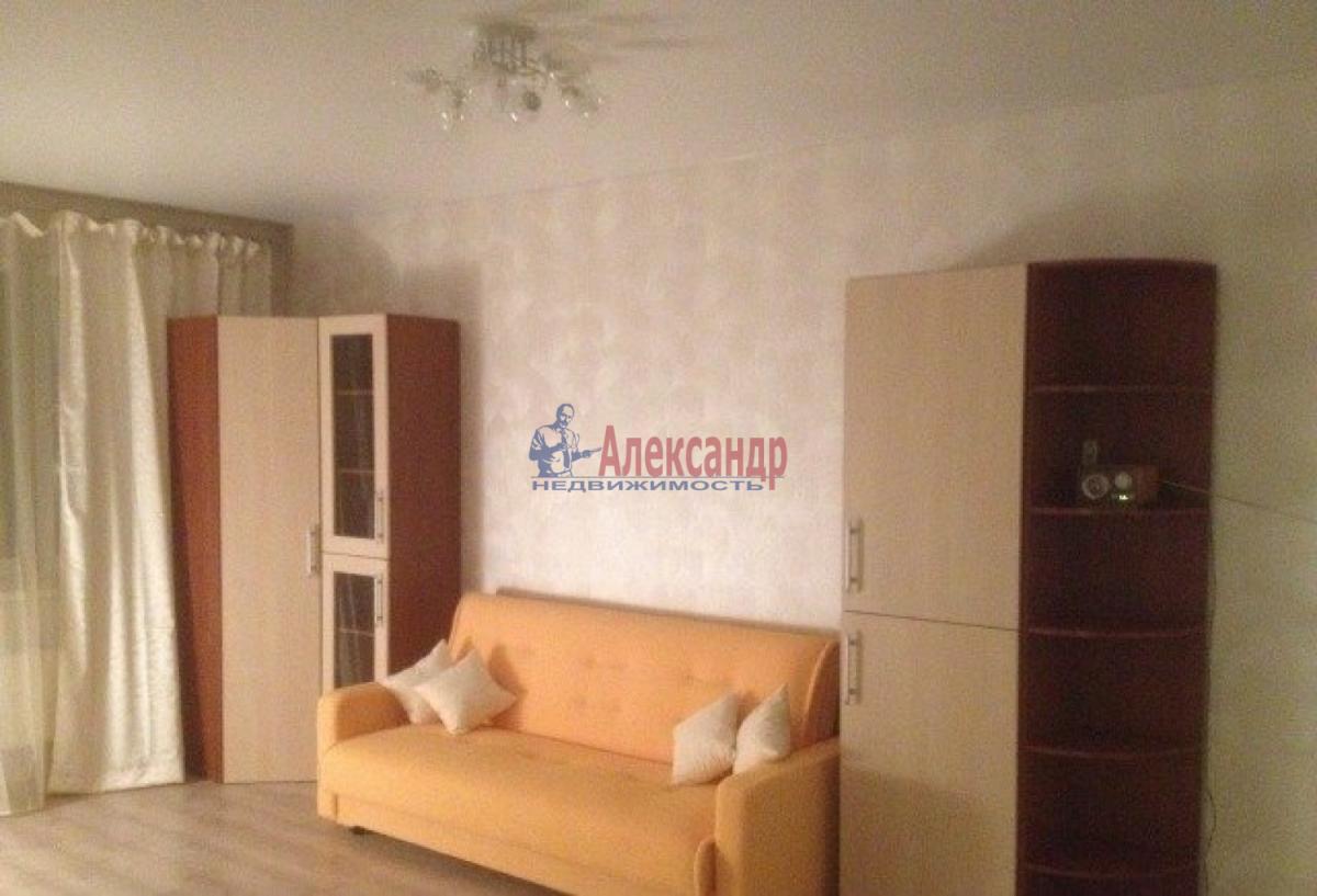 1-комнатная квартира (37м2) в аренду по адресу Славы пр., 21— фото 1 из 5