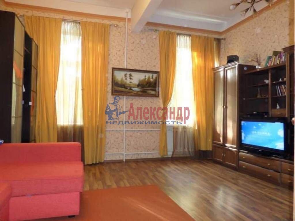 2-комнатная квартира (68м2) в аренду по адресу Малый В.О. пр., 12— фото 1 из 4