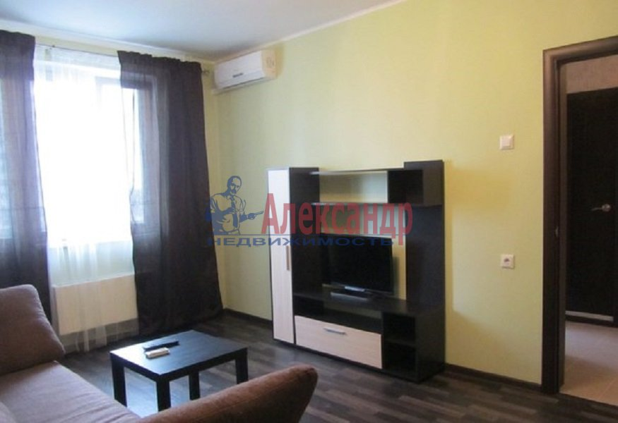 1-комнатная квартира (40м2) в аренду по адресу Новостроек ул., 3— фото 1 из 2