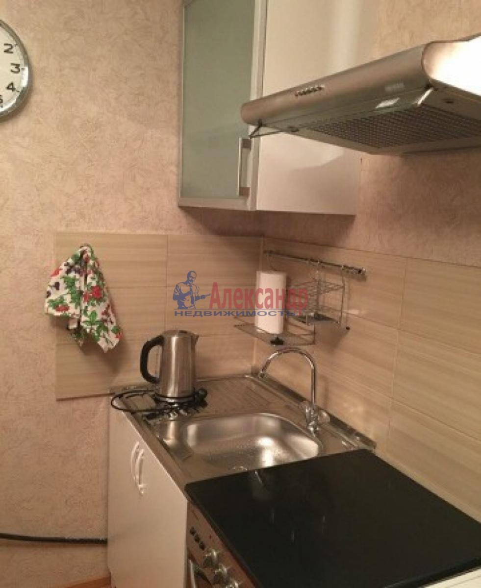 1-комнатная квартира (30м2) в аренду по адресу Звездная ул., 18— фото 2 из 10