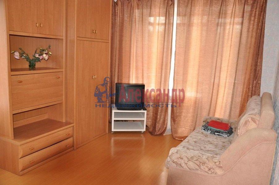 2-комнатная квартира (58м2) в аренду по адресу Автовская ул., 15— фото 2 из 5
