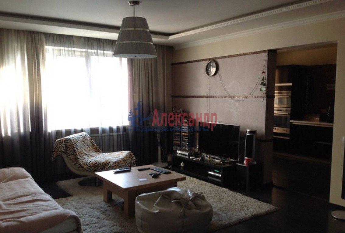 2-комнатная квартира (65м2) в аренду по адресу Исполкомская ул., 3— фото 1 из 3