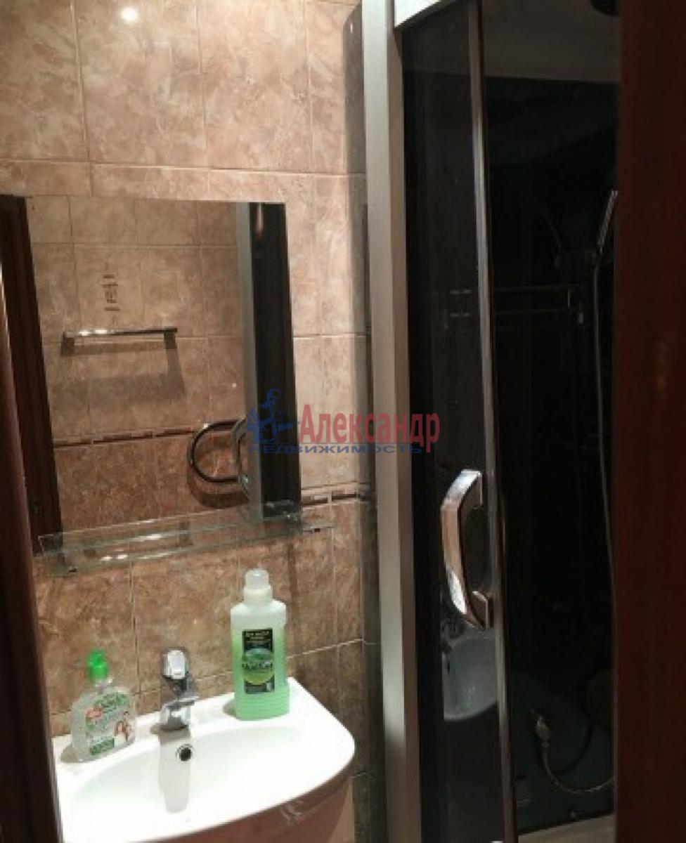 1-комнатная квартира (30м2) в аренду по адресу Звездная ул., 18— фото 3 из 10
