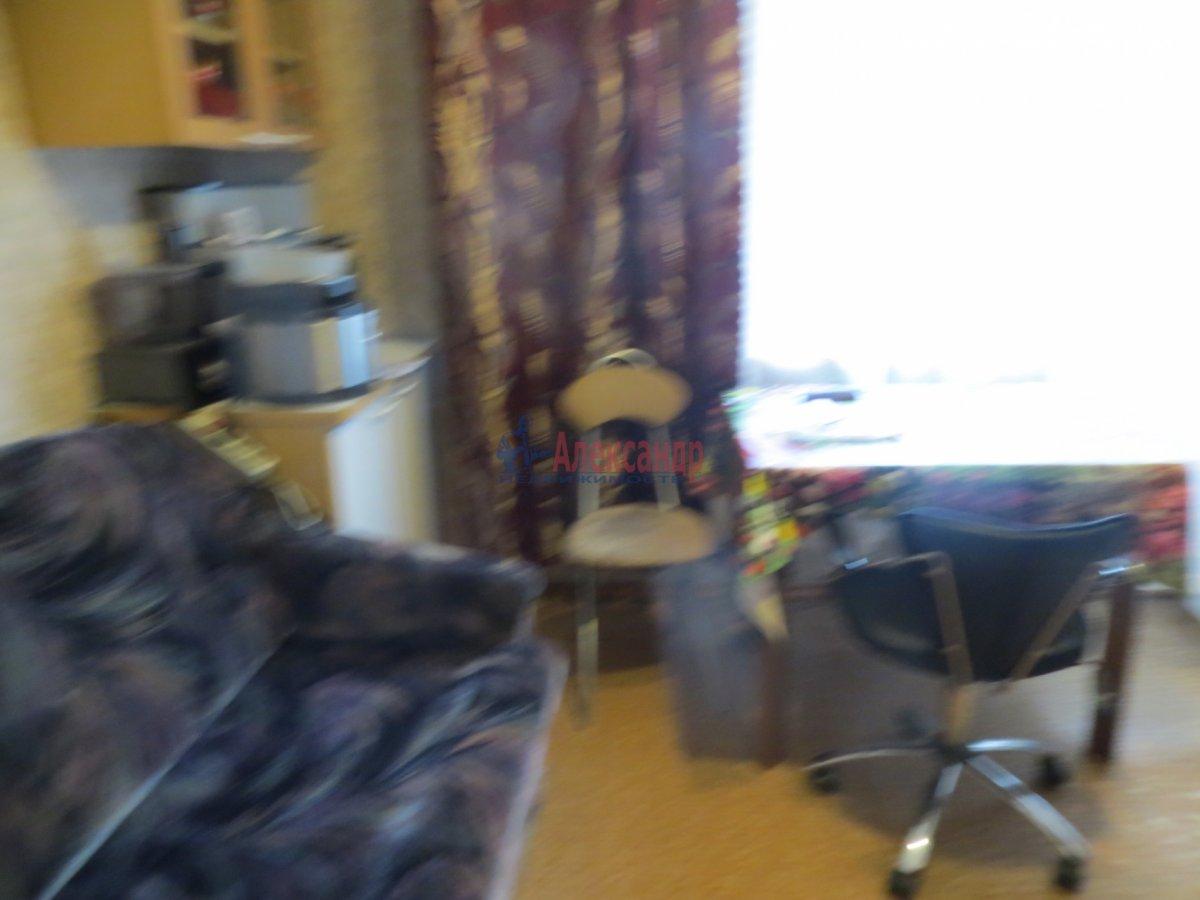 2-комнатная квартира (55м2) в аренду по адресу Среднеохтинский пр., 2— фото 2 из 5