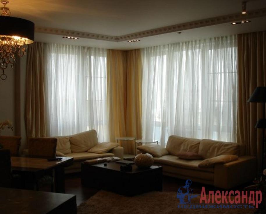 2-комнатная квартира (84м2) в аренду по адресу Кораблестроителей ул., 34— фото 1 из 4
