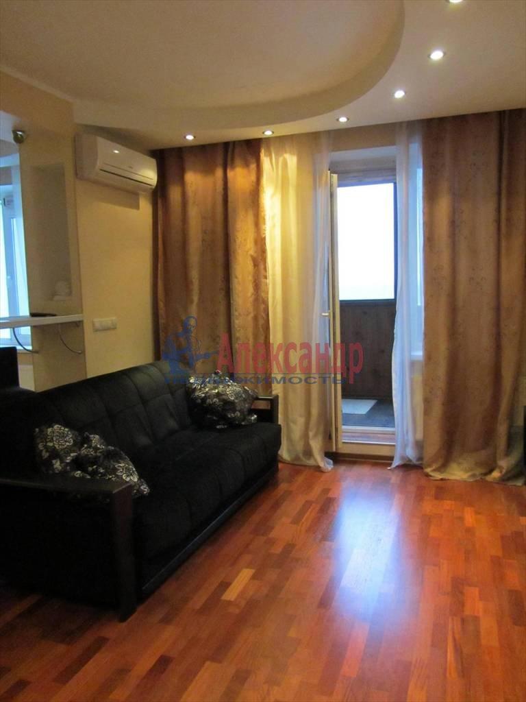 1-комнатная квартира (40м2) в аренду по адресу Коломяжский пр., 15— фото 2 из 7