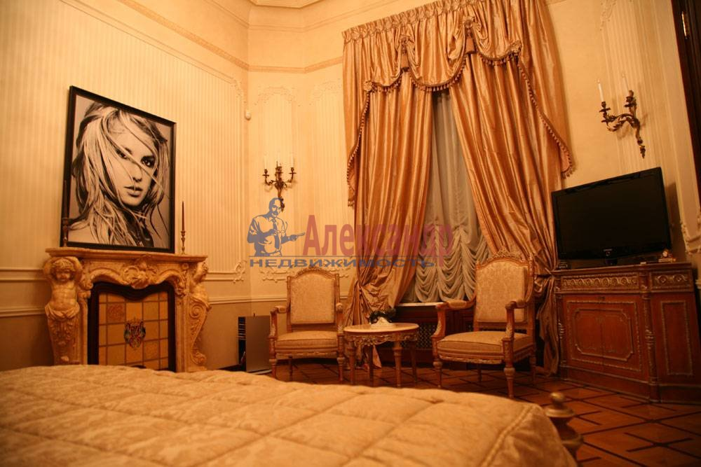 5-комнатная квартира (220м2) в аренду по адресу Каменноостровский пр., 1/3— фото 2 из 8
