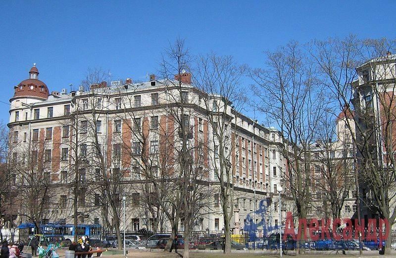 4-комнатная квартира (175м2) в аренду по адресу Кронверкская ул., 29/37— фото 5 из 10