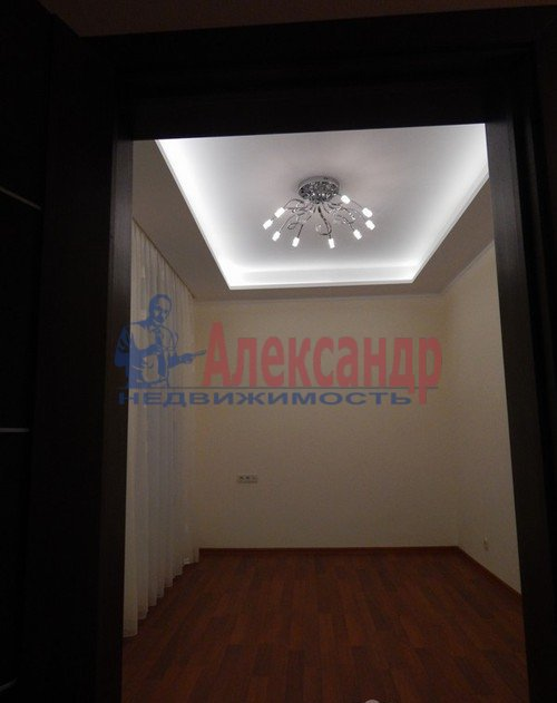 3-комнатная квартира (120м2) в аренду по адресу Композиторов ул., 4— фото 6 из 10