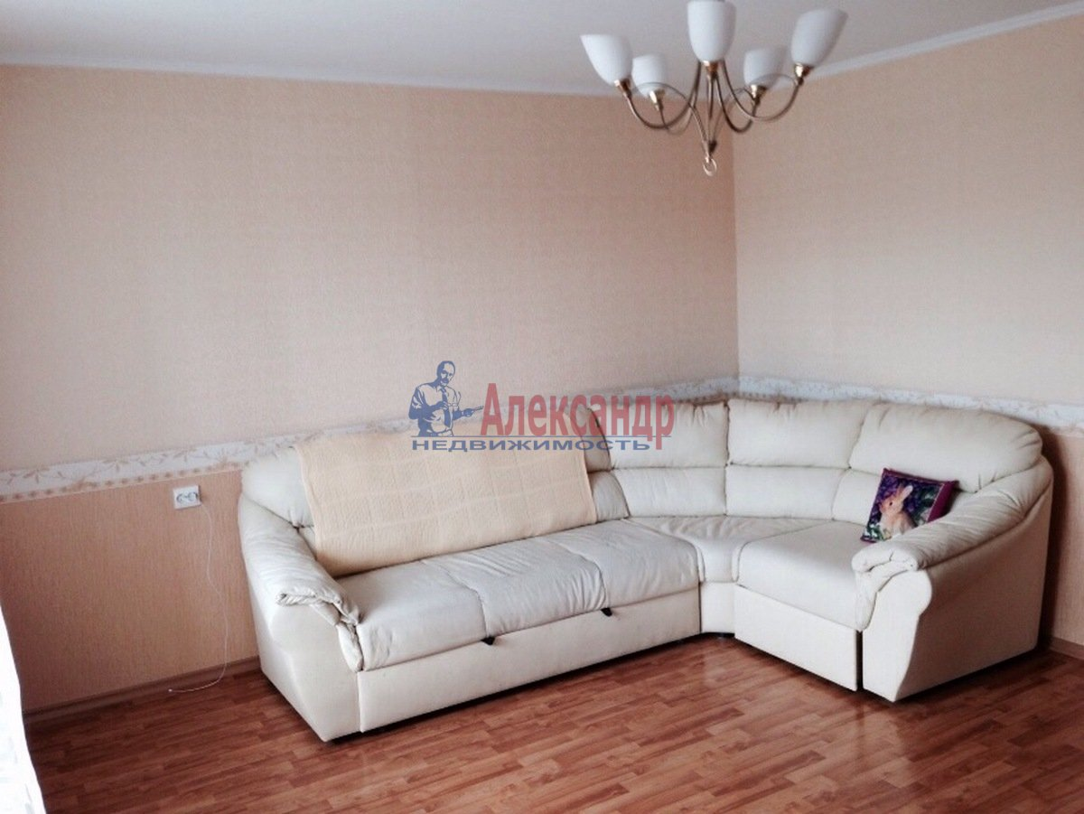 2-комнатная квартира (68м2) в аренду по адресу Ленинский пр., 67— фото 2 из 9