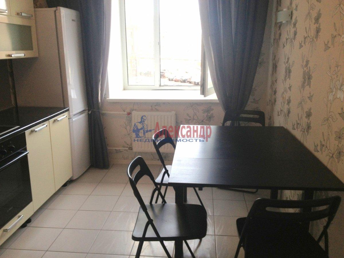 2-комнатная квартира (72м2) в аренду по адресу Просвещения пр., 15— фото 7 из 11