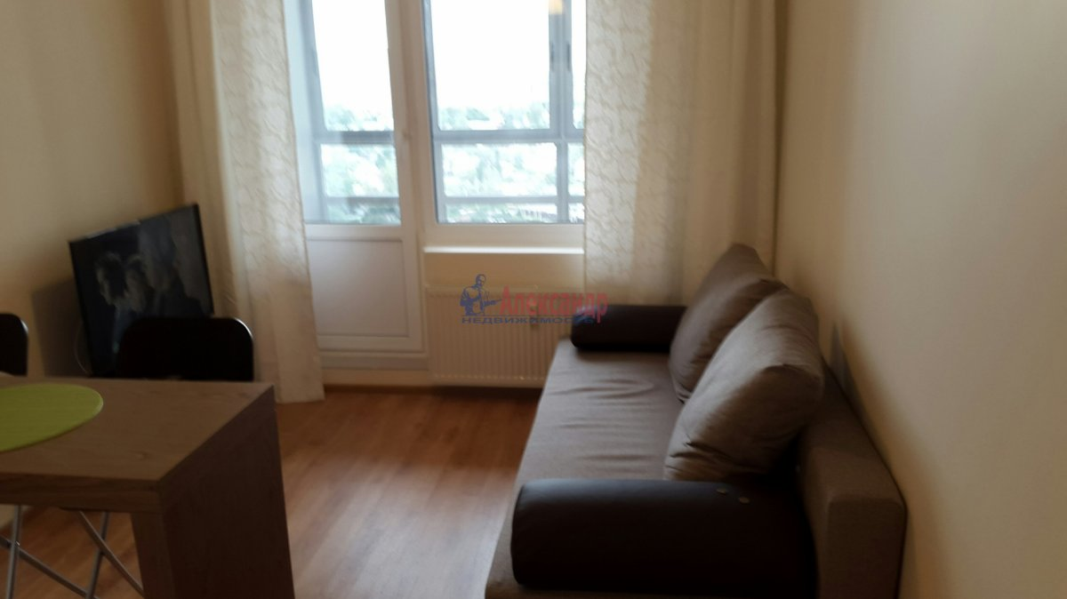 1-комнатная квартира (45м2) в аренду по адресу Мурино пос., Привокзальная пл., 3— фото 1 из 7