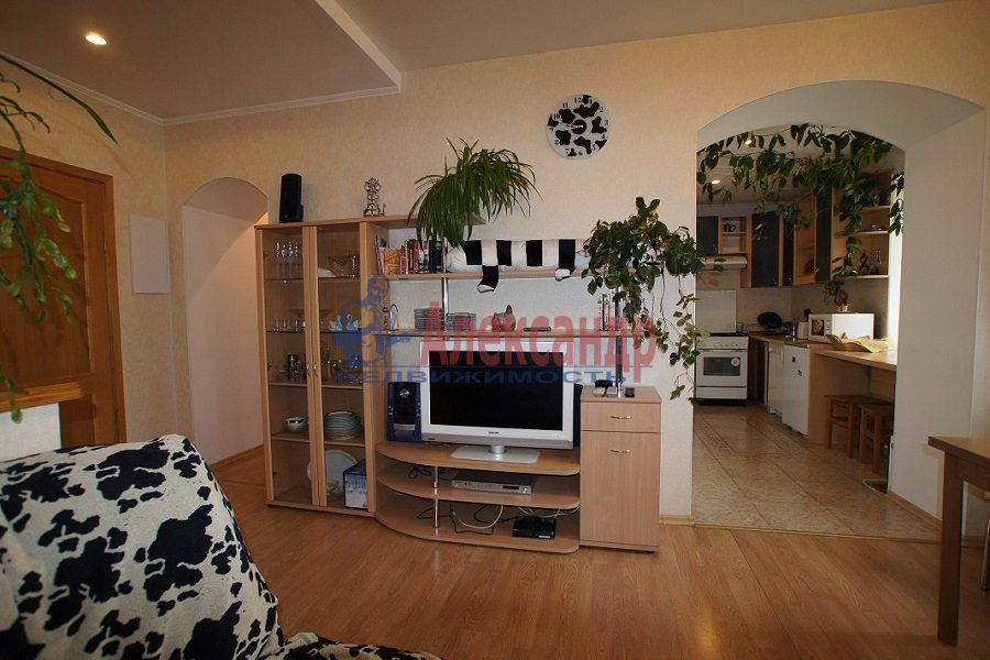 2-комнатная квартира (70м2) в аренду по адресу Лиговский пр., 212— фото 1 из 4