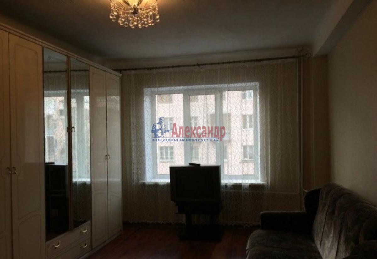 Комната в 3-комнатной квартире (60м2) в аренду по адресу Славы пр., 7— фото 2 из 4