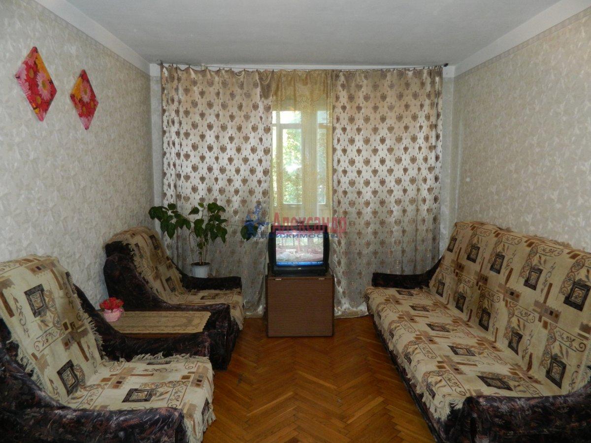 2-комнатная квартира (75м2) в аренду по адресу Брянцева ул., 13— фото 1 из 1