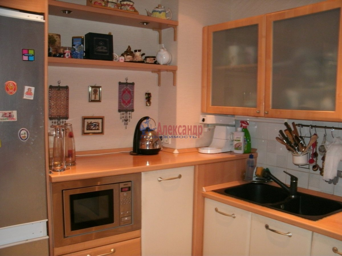 2-комнатная квартира (60м2) в аренду по адресу Белы Куна ул., 15— фото 2 из 3