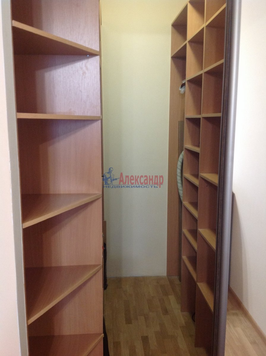 1-комнатная квартира (49м2) в аренду по адресу Мурино пос., Привокзальная пл., 3— фото 6 из 8