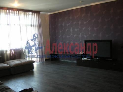 2-комнатная квартира (80м2) в аренду по адресу Коломяжский пр., 26— фото 2 из 10