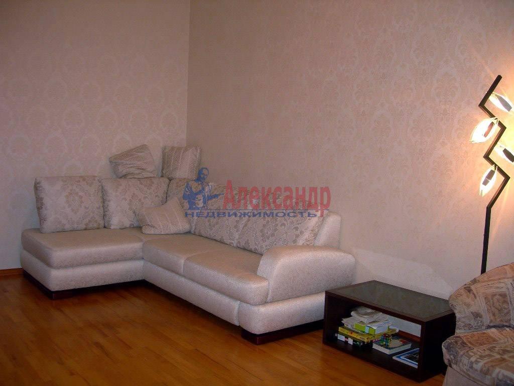 2-комнатная квартира (80м2) в аренду по адресу Невский пр., 158— фото 2 из 11