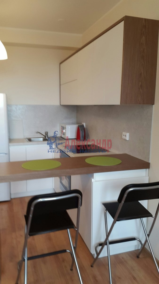1-комнатная квартира (45м2) в аренду по адресу Мурино пос., Привокзальная пл., 3— фото 2 из 7
