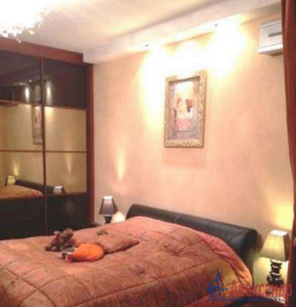 3-комнатная квартира (80м2) в аренду по адресу Васи Алексеева ул., 7— фото 2 из 4