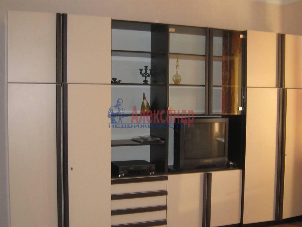 1-комнатная квартира (38м2) в аренду по адресу Брянцева ул., 15— фото 3 из 5