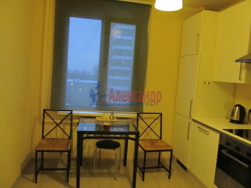 1-комнатная квартира (40м2) в аренду по адресу Маршала Блюхера пр., 21— фото 2 из 13