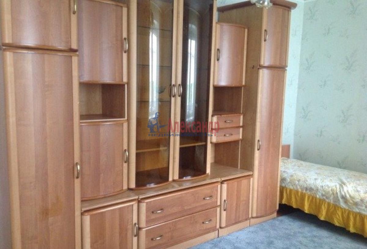 Комната в 3-комнатной квартире (56м2) в аренду по адресу Пловдивская ул., 3— фото 1 из 5