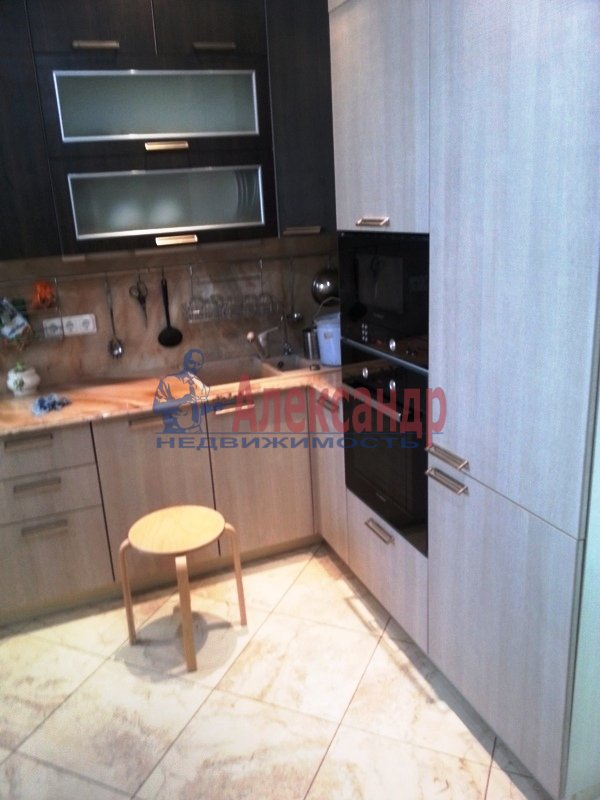 2-комнатная квартира (69м2) в аренду по адресу Варшавская ул., 23— фото 2 из 12