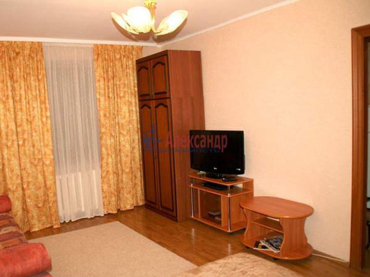 2-комнатная квартира (75м2) в аренду по адресу Дунайский пр., 23— фото 2 из 2
