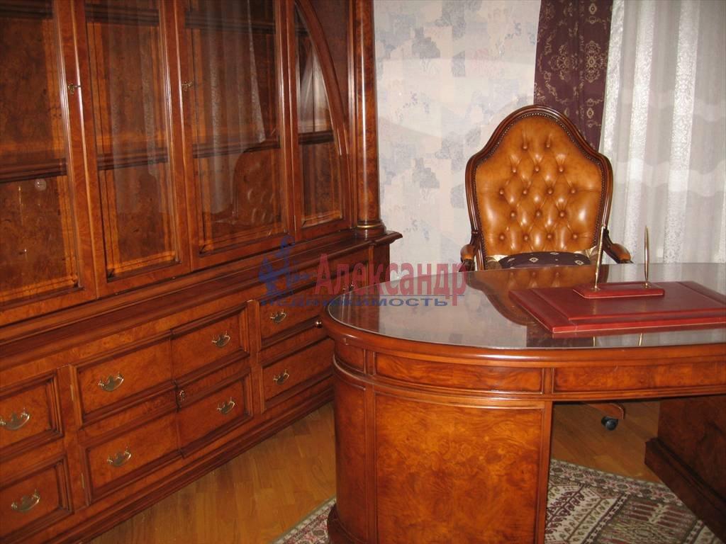 4-комнатная квартира (110м2) в аренду по адресу Малый пр., 26— фото 2 из 6