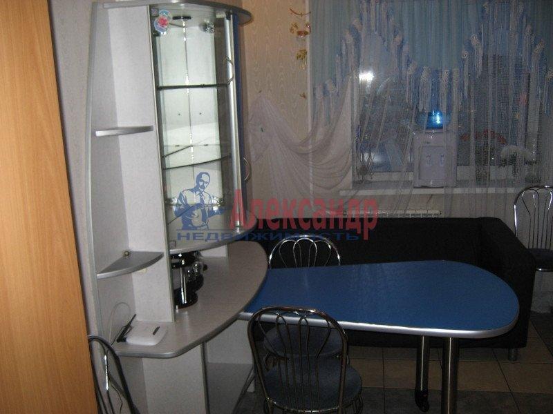 1-комнатная квартира (35м2) в аренду по адресу Ленсовета ул., 88— фото 2 из 8