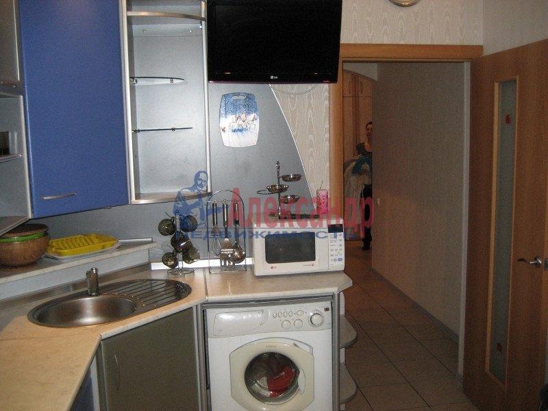 1-комнатная квартира (35м2) в аренду по адресу Ленсовета ул., 88— фото 3 из 8