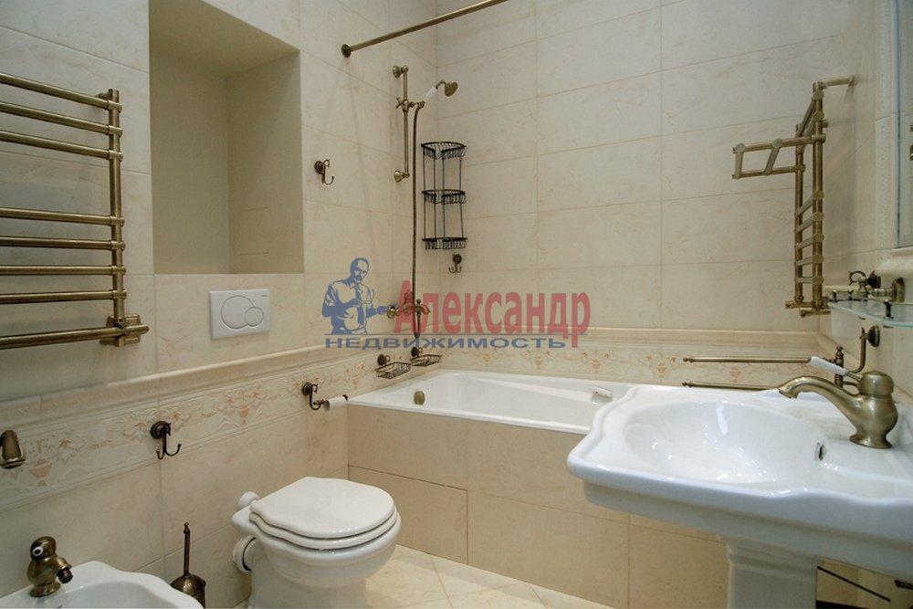 4-комнатная квартира (150м2) в аренду по адресу Миллионная ул., 17— фото 8 из 9